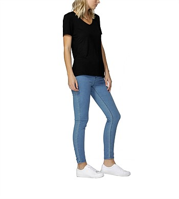 Betty Basics Manhattan V Neck T Shirt